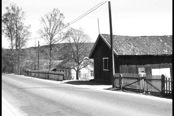 Trondheimsveien ved Søndre Rommen. År og fotograf ukjent. Fra arkivet etter Byplankontoret (A-10002/Ua/0017/024).