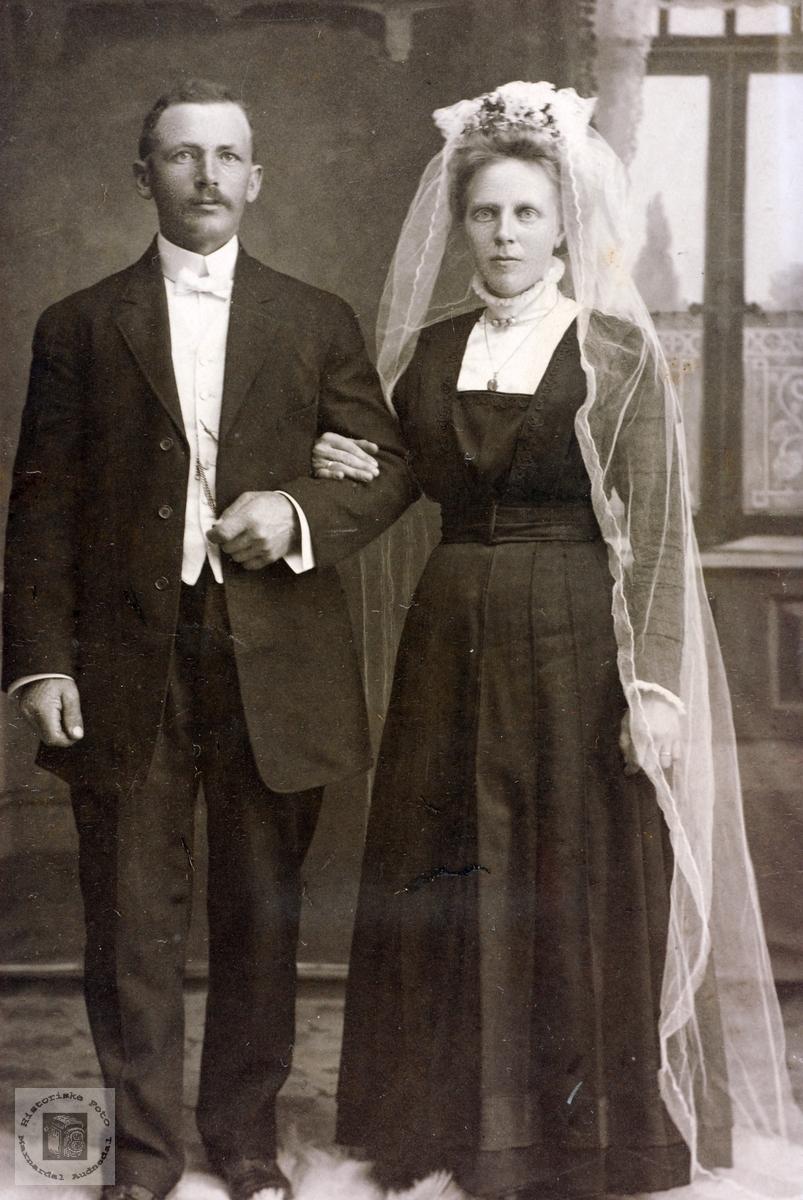 Brudebilde av ekteparet Jon og Anna Høyland. Grindheim Audnedal.