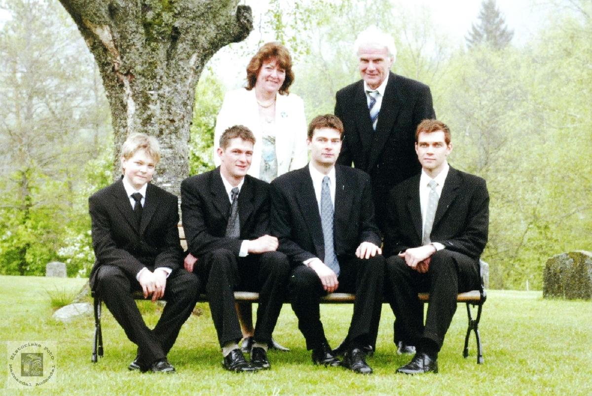 Familiebilde fra Gordon Pytten sin konfirmasjon. Audnedal.