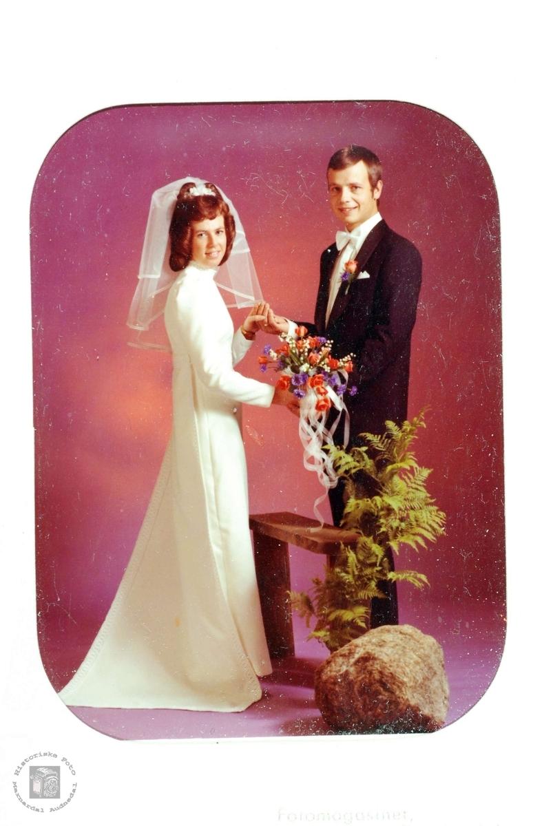 Brudebilde av Anne Kate og Torgeir Ubostad. Audnedal.