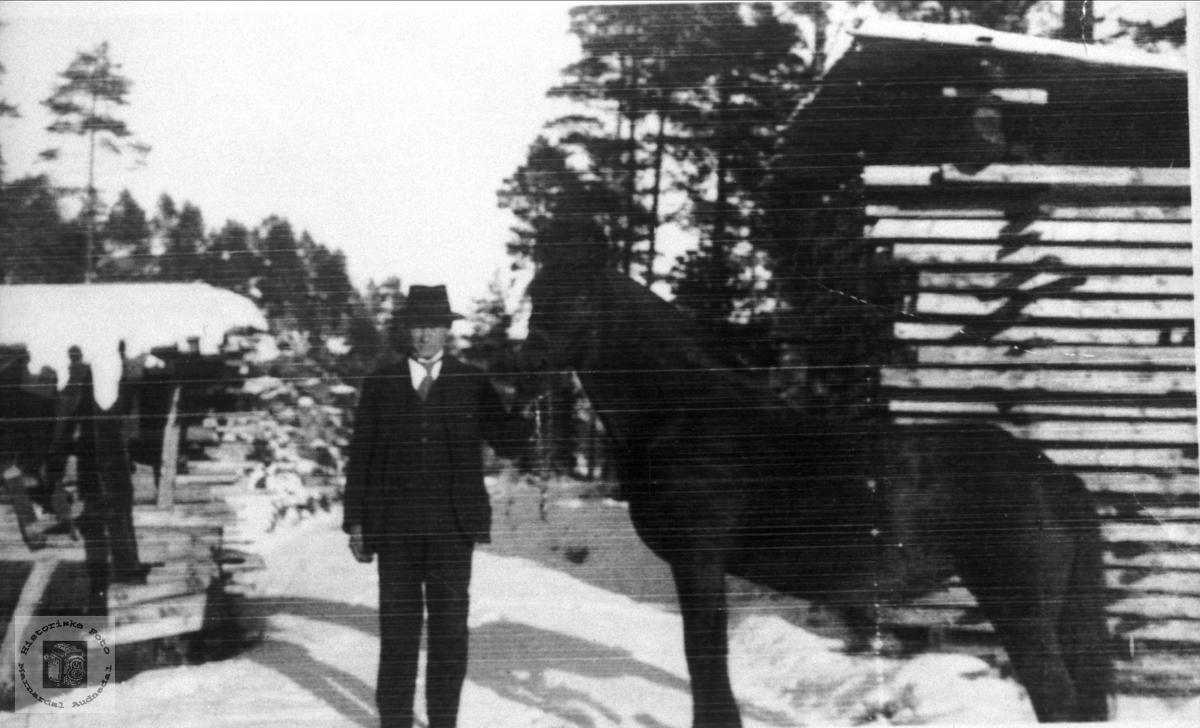 """Leiv Lislett med hesten """"Jenny"""", Bjelland."""
