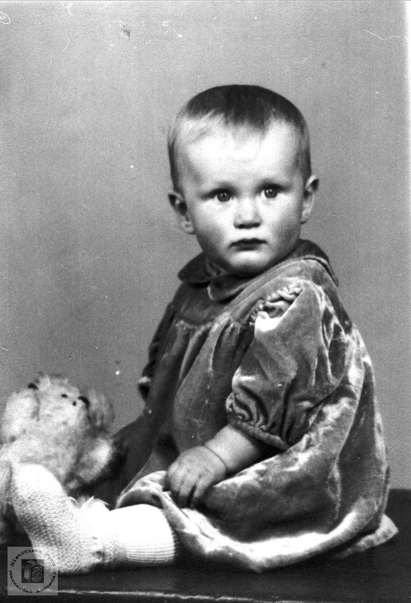 Portrett av søt lita tulle, Tone Ågedal, tidligere Bjelland, nå Audnedal.