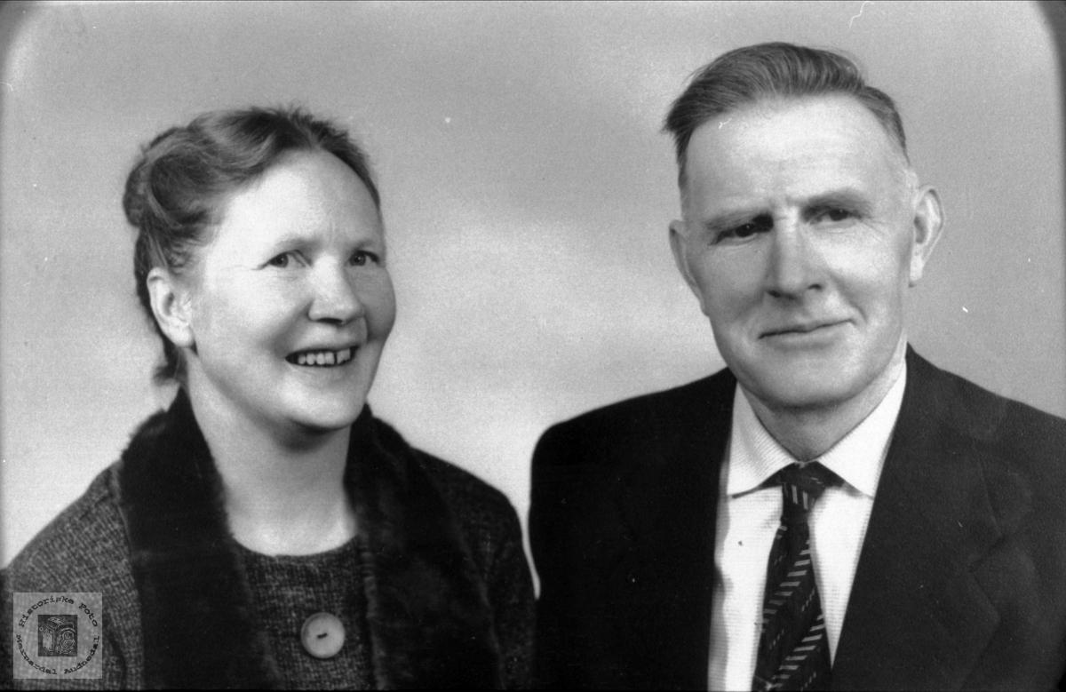 Portrett av ekteparet Margrethe og Anders Homme, Laudal og Bjelland.