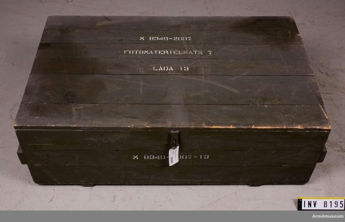 """Samhörande nr är AM 8151-99.  Text på lock, höger sida och framsida """"M 8349-2007-13""""."""