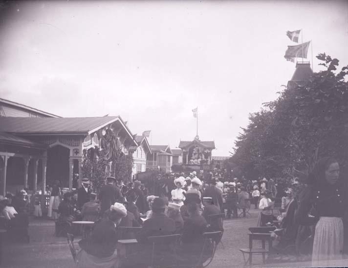 """Enligt text som medföljde bilden: """"Bazaren Badhusplanen från maskinrummet 28/7 1899. Lysekil."""""""