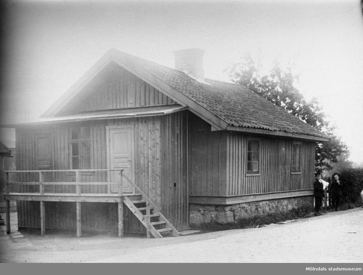 Mullgatan, vinter i början av 1900-talet. Fru Wessberger