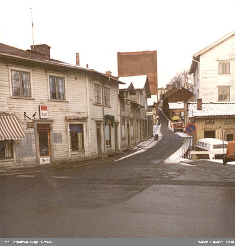 Tobaksaffär till vänster (nuvarande Kråkans krog), 1980-tal.