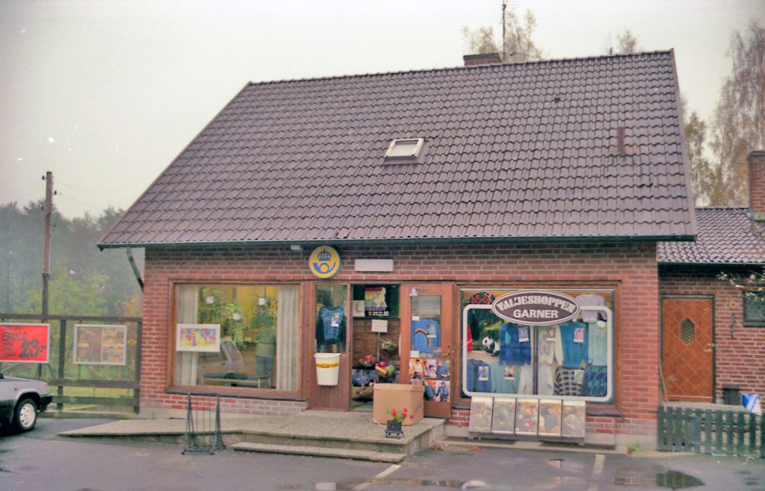 Filialpostkontoret(filialpoststället) i Valje omorganiserades från postombud den 1/11 1973. Ortnamnet Valje har aldrig varit egen postadress, rätt adress är Sölvesborg. Från och med den 28/8 1980 används ändå, egendomligt nog, ortnamnet Valje i datumstämpeln.
