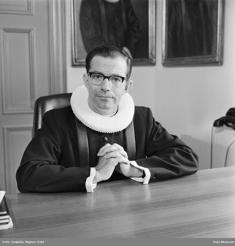 portrett, mann, prest, residerende kappellan i Ullern kirke