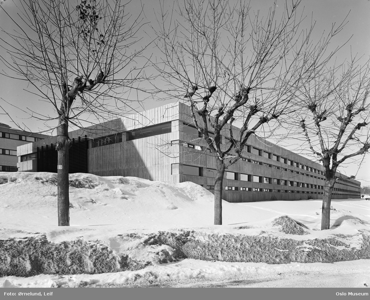 kontorbygning, snø