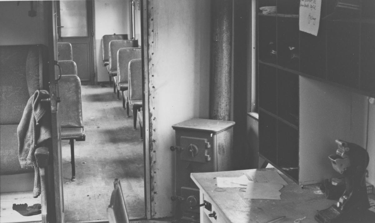 Personvogn BCo 3 på Bingsfoss stasjon. Interiørbilde.