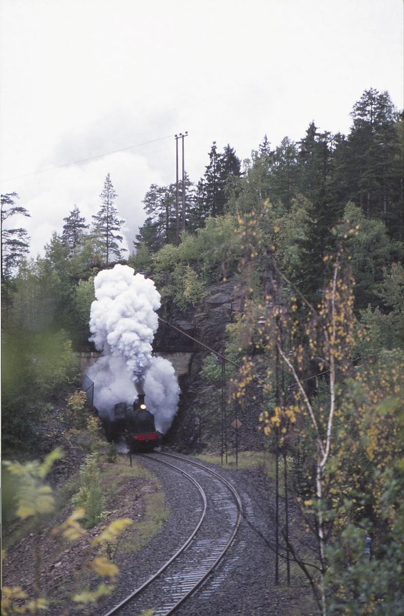 Ekstratog for Norsk Jernbaneklubb med damplokomotiv Norsk Hydro M2 på den nedlagte delen av Drammenbanen