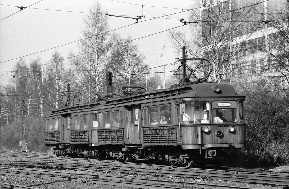 A/S Holmenkolbanen. Vogn 31 og 37, type 1909 (Skabo, Westinghouse, HKB verksted) på vei mot Røabanen, Østerås.