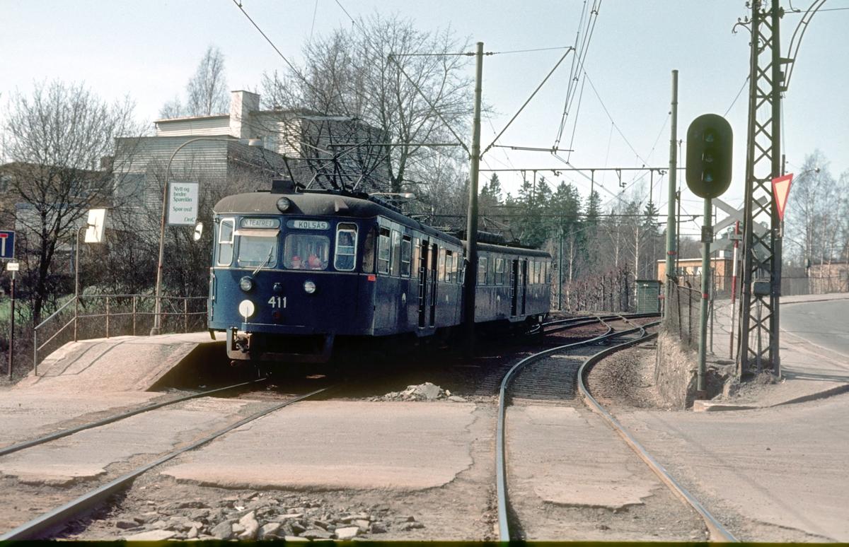 Bærumsbanen. Sørbyhaugen stasjon, Røabanen, forgreningsstasjon med Kolsåsbanen, Vogn 411, type C2 (Bærumsbanens verksted, Siemens / Vickers).