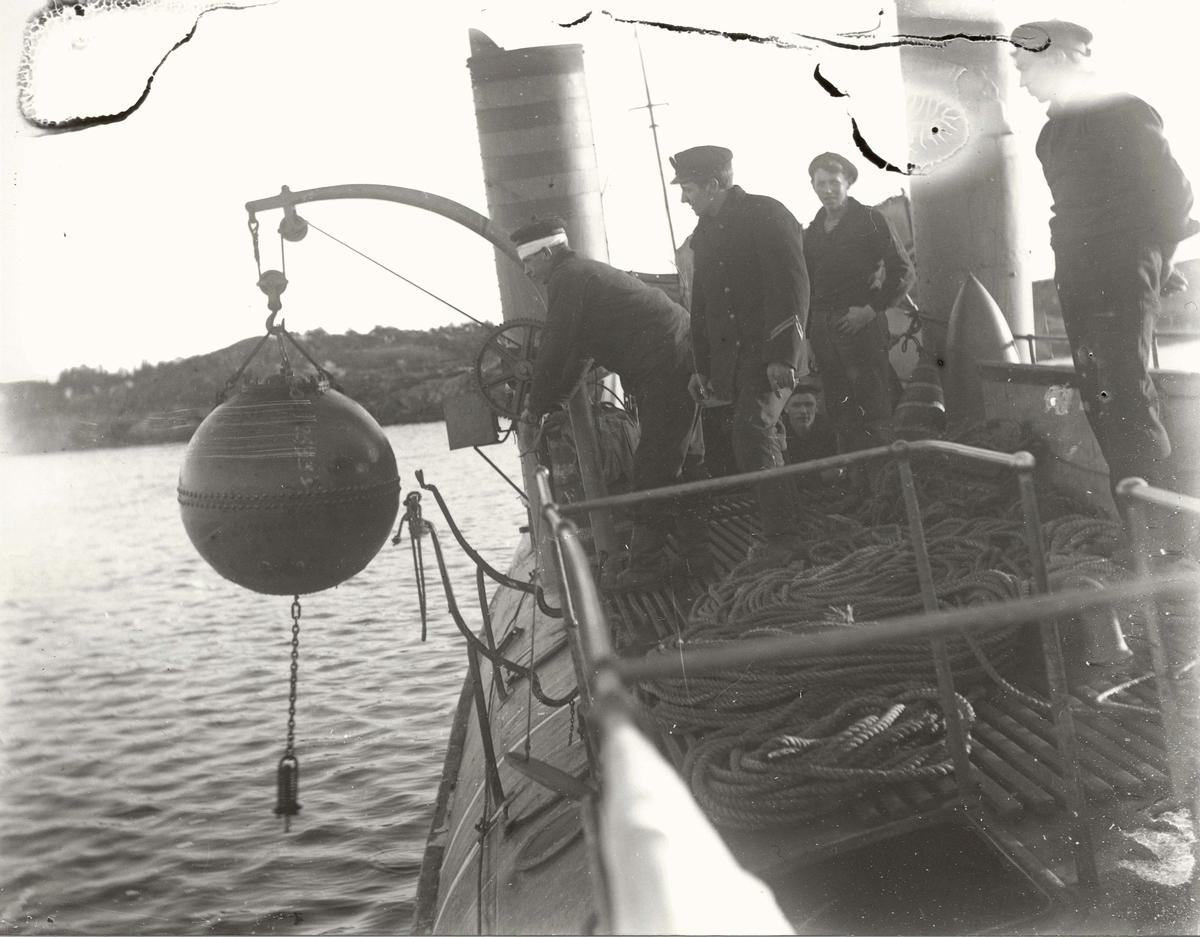 Motiv: Mine tas om bord i torpedobåt 2.klasse PIL (1.verdenskrig)