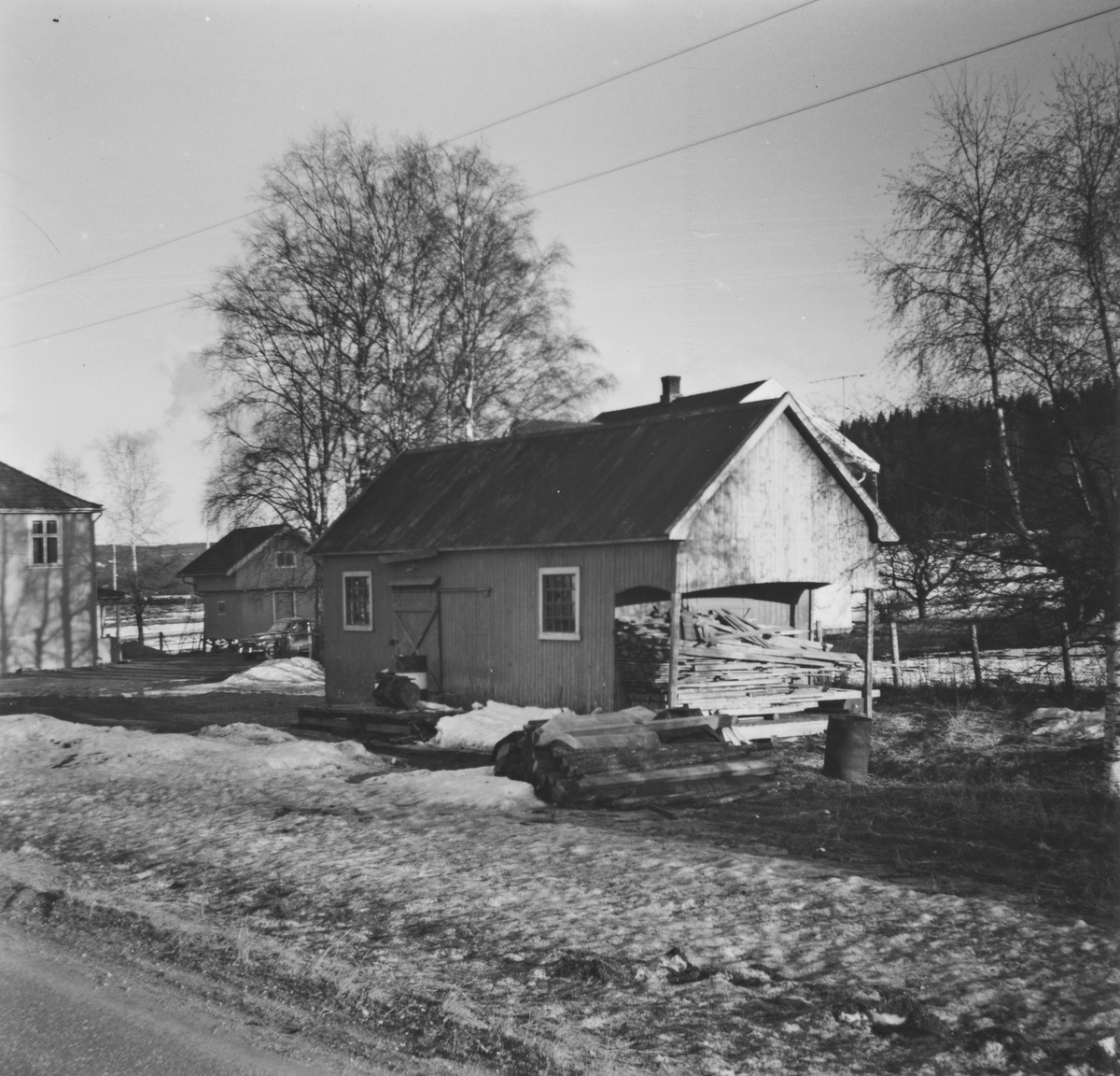 Godshuset på Lierfoss stasjon syv år etter nedleggelsen.