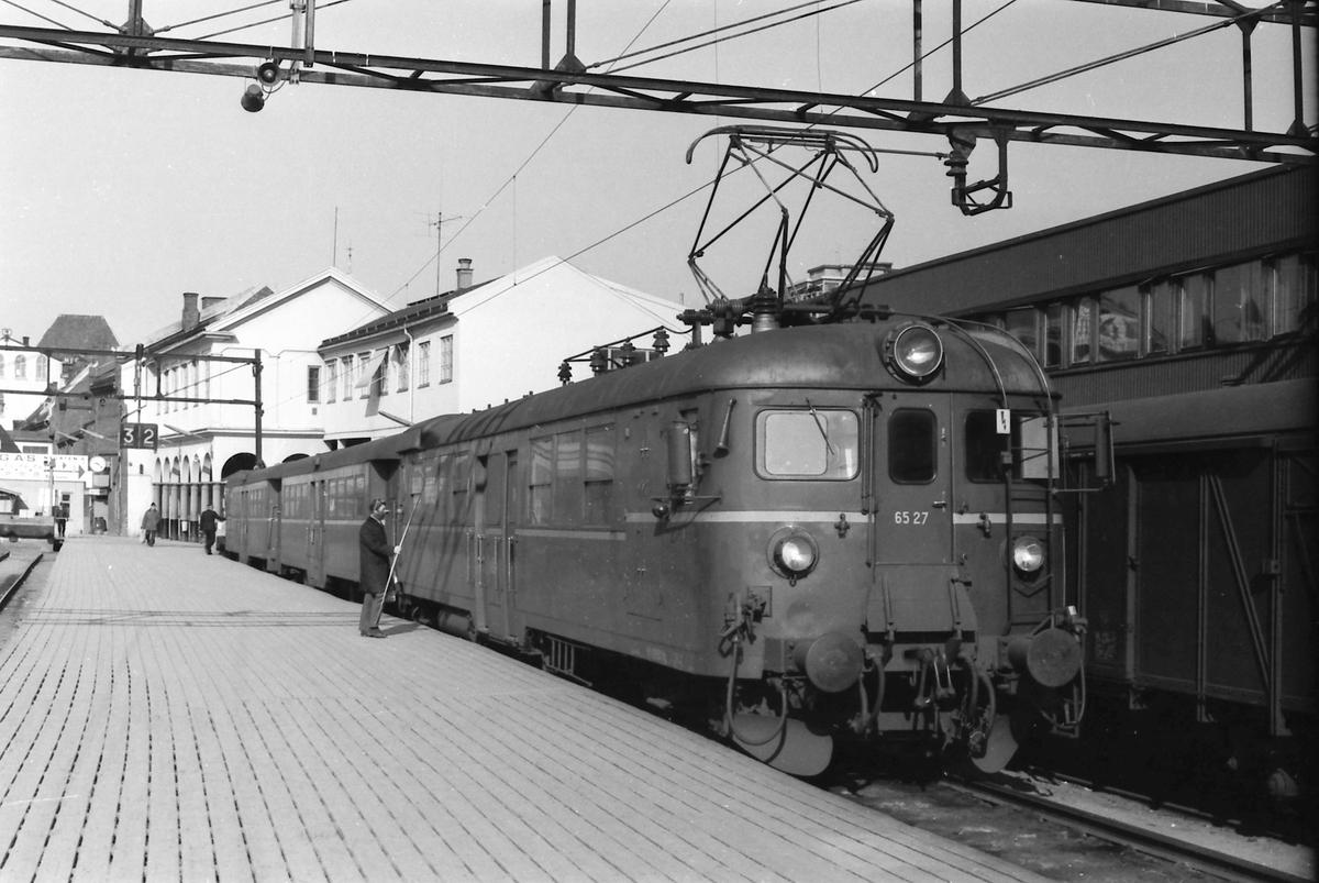 Persontog til Årnes på Oslo Ø med motorvogn BM 65B 27