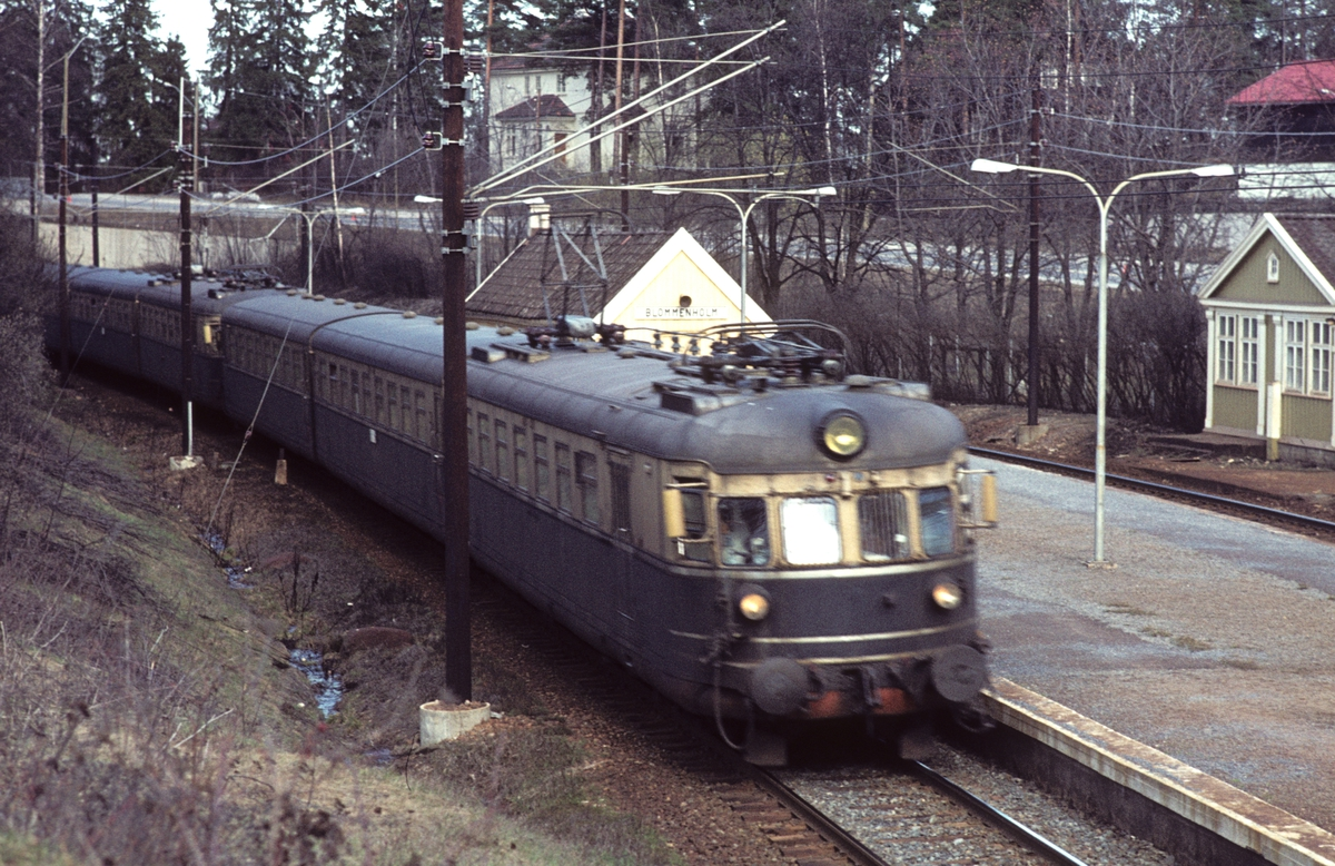 Dobbelt elektrisk ekspresstog, lyntog, type 66 ved Blommenholm. BM 66 01.