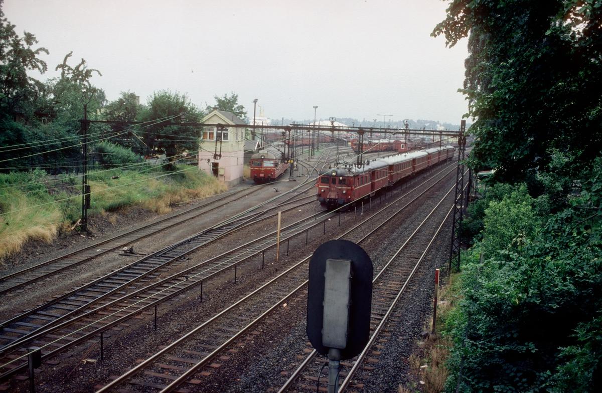 Filipstad. Stillverk og oppstillingsspor for persontog (motorvognsett). Innkjøring til lokomotivstallområde.