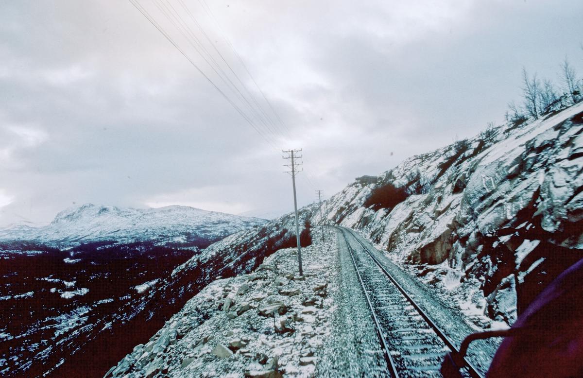 På vei sørover mot Lønsdal stasjon, sett fra lokomotivet.