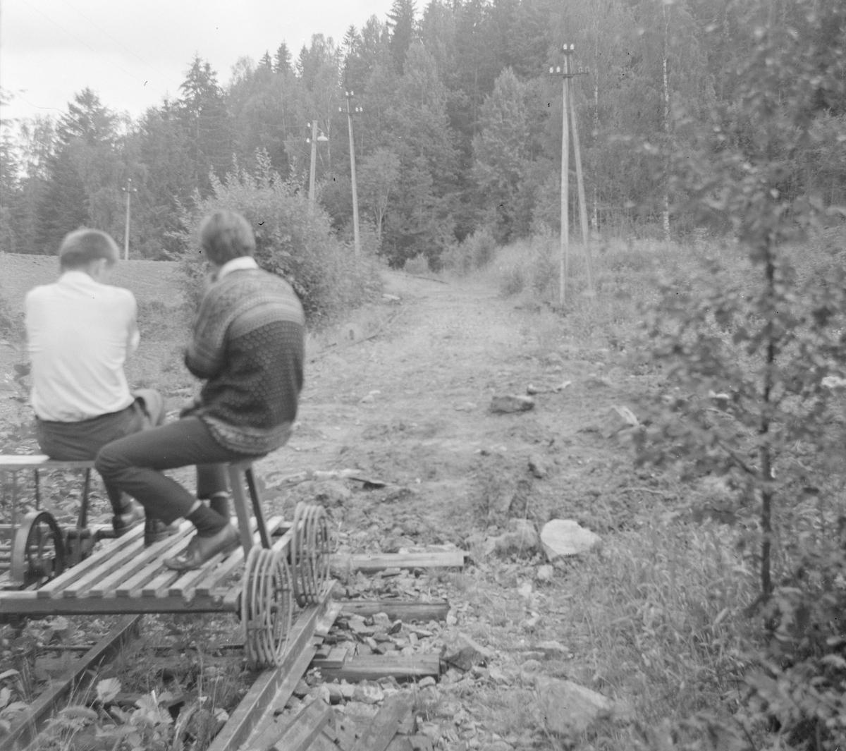 Med dressin på den nedlagte Solbergfossbanen