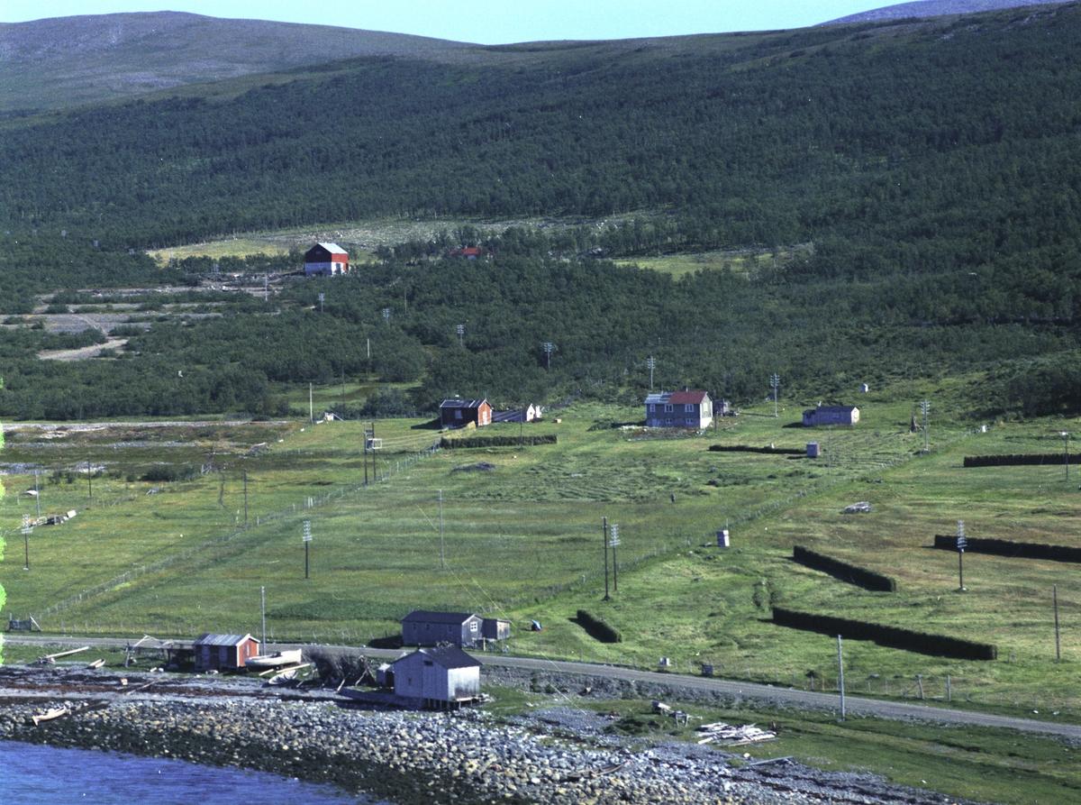 Flyfoto fra Lebesby. Negativ nr. 122705.
