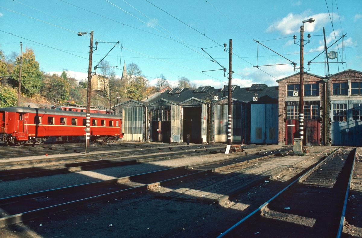 NSB Lodalen driftsbanegård, Gamlestallen. Sporområdet utenfor ble nyttet som oppstillingsspor for eldre motorvognmateriell (Typene 65, 67 og 68).