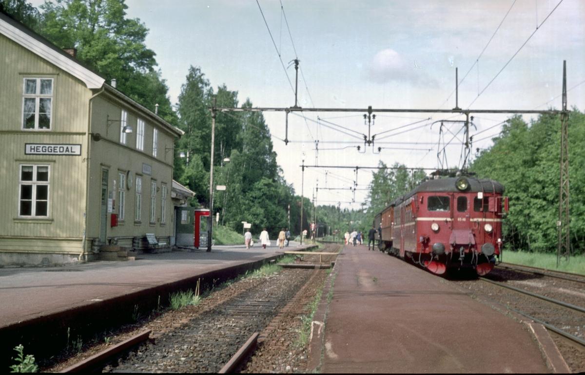 Heggedal stasjon. Lokaltog til Spikkestad.