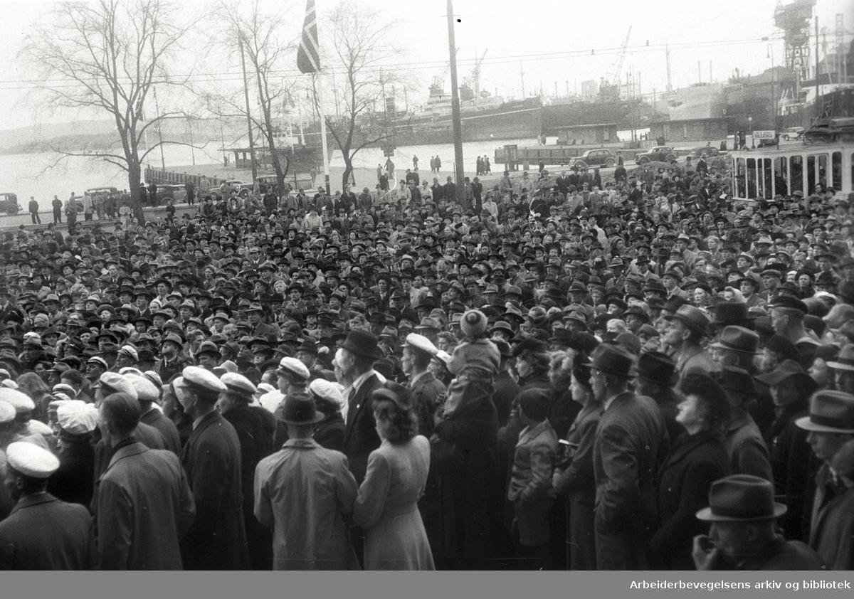 1. mai 1947, Rådhusplassen.