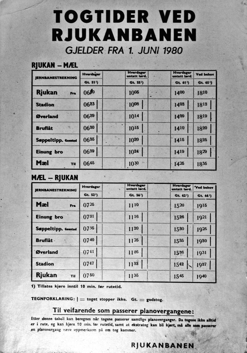 Rutetabell for Rjukanbanen. Slike var slått opp ved alle planoverganger. Norsk Hydro, Norsk Transportaktieselskap (Norsk Transport).