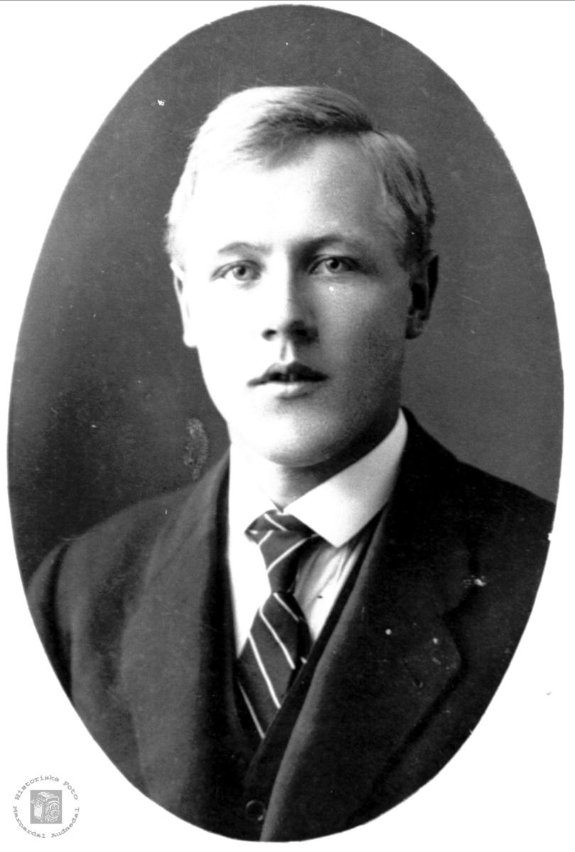 Portrett av Tønnes  Haugland