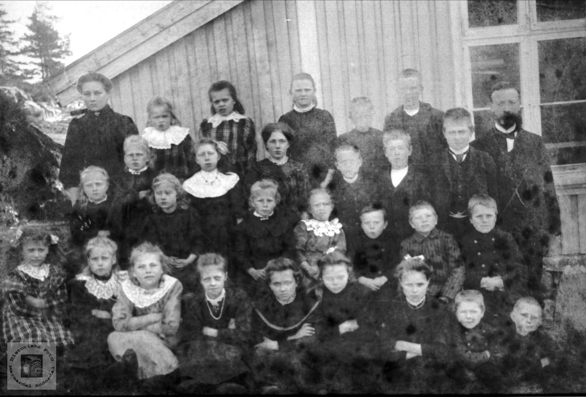 Rydlende skule i Bjelland