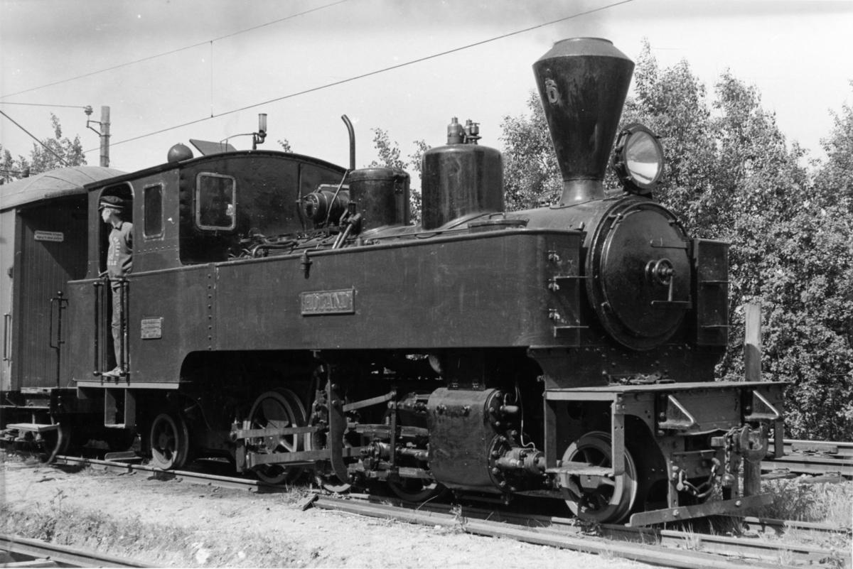 Fra en av de første oppfyringene av damplok 6 Høland på museumsbanen.