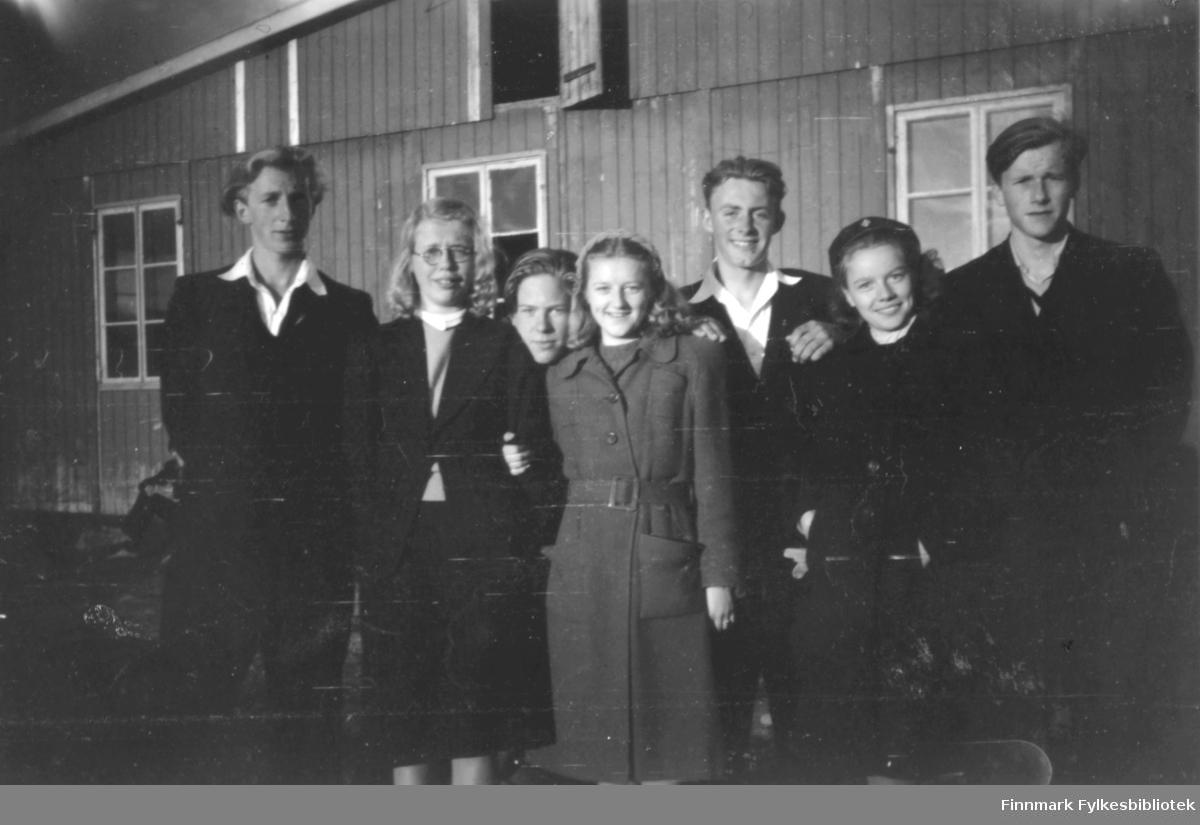 MTorbjørn Pedersen, Gunhild Movinkel, Tor Hauge, Vivi fra Sverige, Ernst Lebesby, Anne-Mari søster til Vivi, Per Bjørgan, alle inne ved indreby banen.