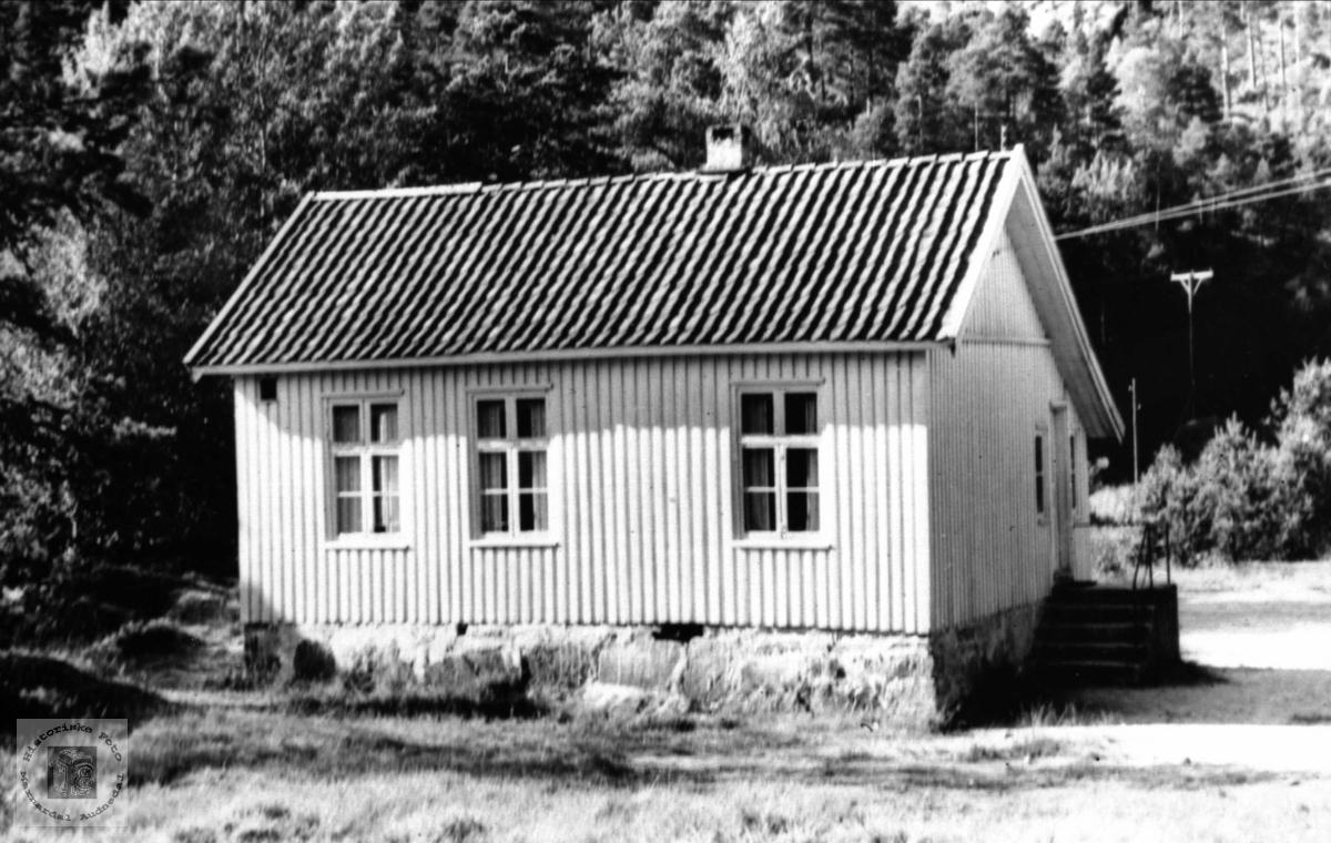 Skolehus. Eikså skole, Øyslebø.