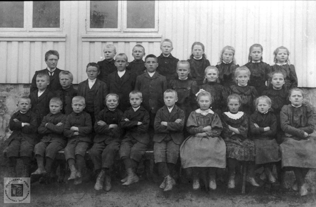 Skolebilde. Tjomsland skole, Laudal.