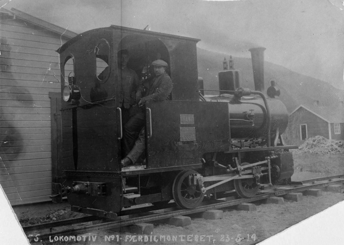 Prøvekjøring av Aurabanens lokomotiv nr. 1.  Billedtekst: No 55 Lokomotiv no. 1 Færdigmonteret 23-5-14.