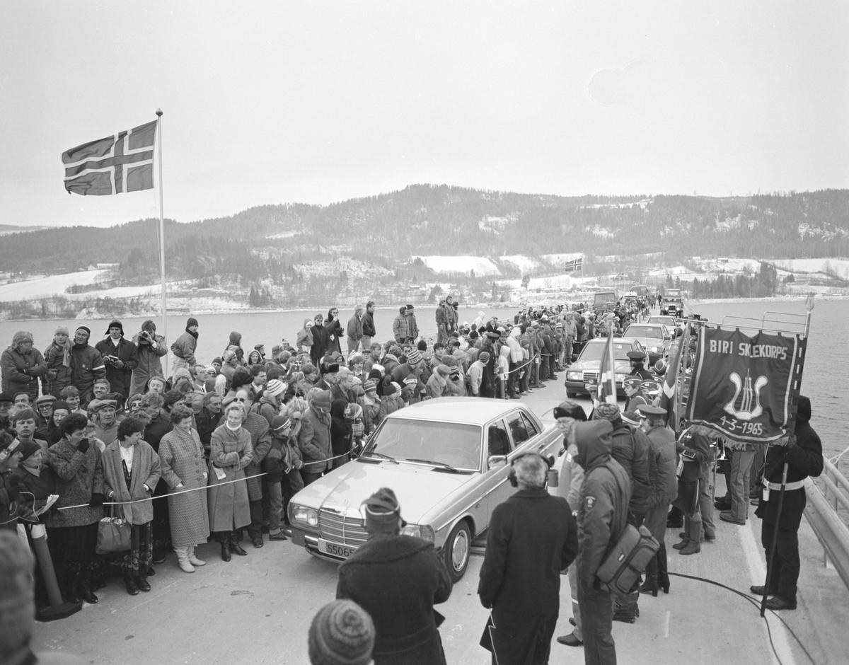 Mjøsbrua, E6, offisiell åpning ved Kronprins Harald 16.11.1985. Samferdsel, vegbygging,