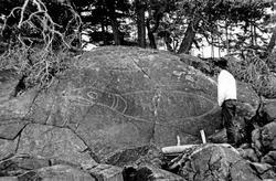 """Ristning på berg, """"Seal Rock"""", Vancouver Island, Kanada"""