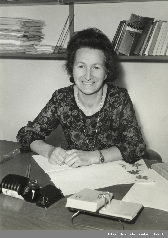 Eva Nordland (1921-2012). Pedagog og fredsaktivist.