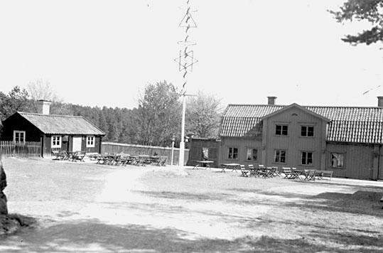 Tennjutaregården och Flinkstugan, på Vallby friluftsmuseum i Västerås.