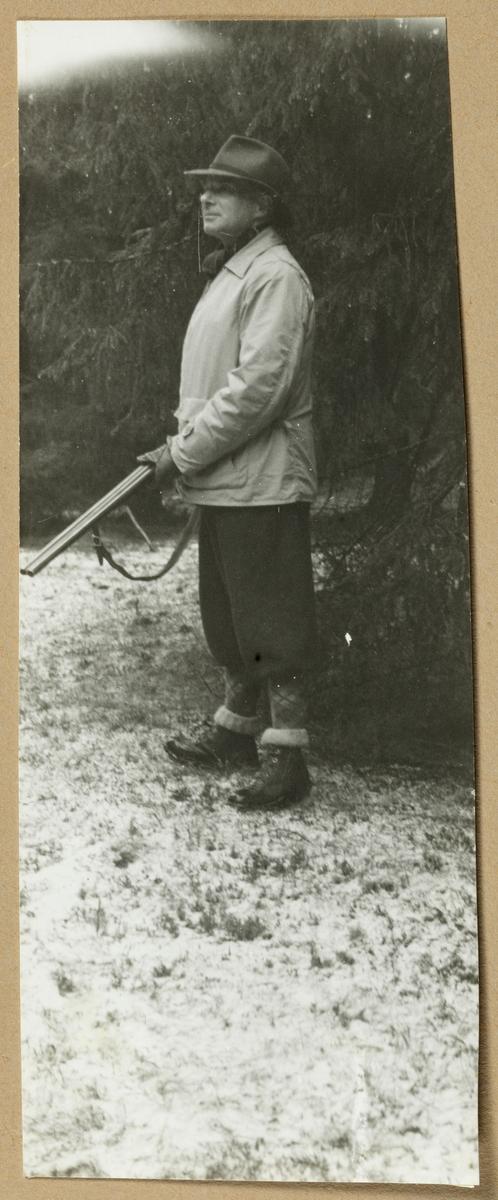 Arne Meidell under jakt på Malmøya, Oslo. Fotografert i januar 1954.