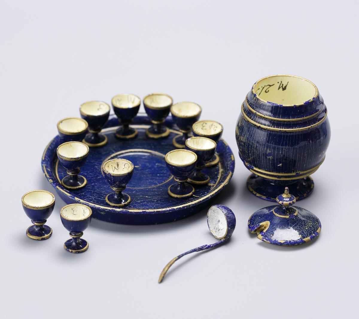 Husgeråd, porslin, glas, tennservis, punschservis i 14 delar, prydnadssaker, ljusskrona, tennljusstakar m. m.  Inskrivet i huvudbok 1969