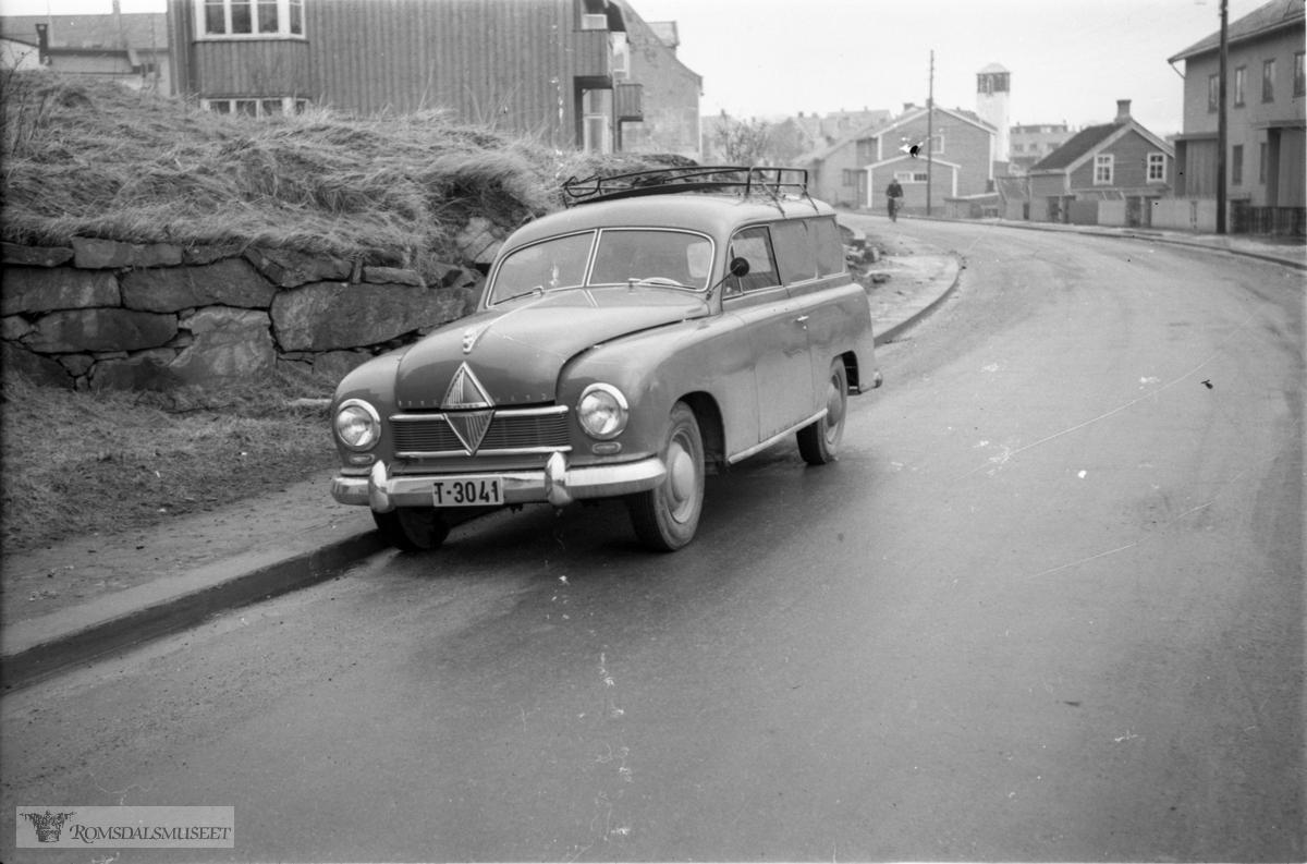 Bilen er en Hansa Borgward varebil tidlig 50-tall.
