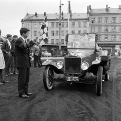 """Russebilløpet """"Red Car Rally"""" på Dælenenga idrettsplass, lør"""