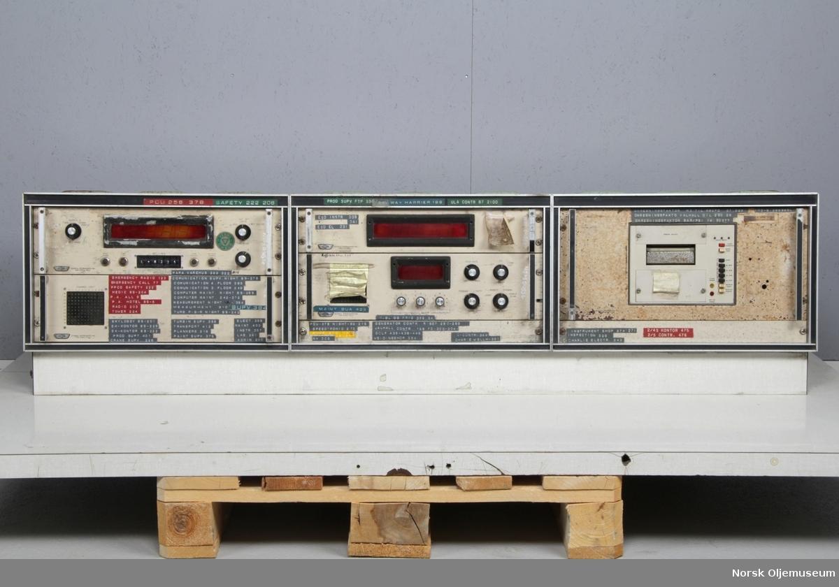 Kontrollkonsoll bestående av fem moduler med styringsenheter.