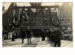 Kung Gustav V kommer till Varberg och inviger Grimeton Radio