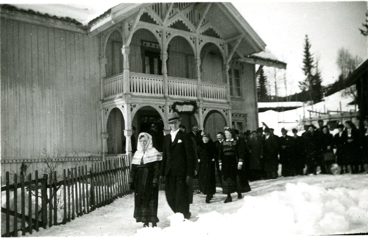 Sju bilete frå bryllupet til Ingeborg Vålanes og Jon Bøen på Bøen i Tuddal. 1944.