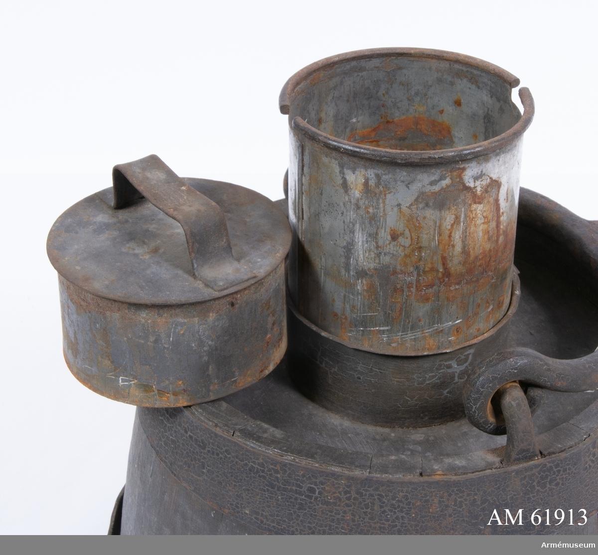 Grupp F I. Järnblecksfodral till viskare till 4-pundig bakladdningskanon av Krupps system med rundkil.