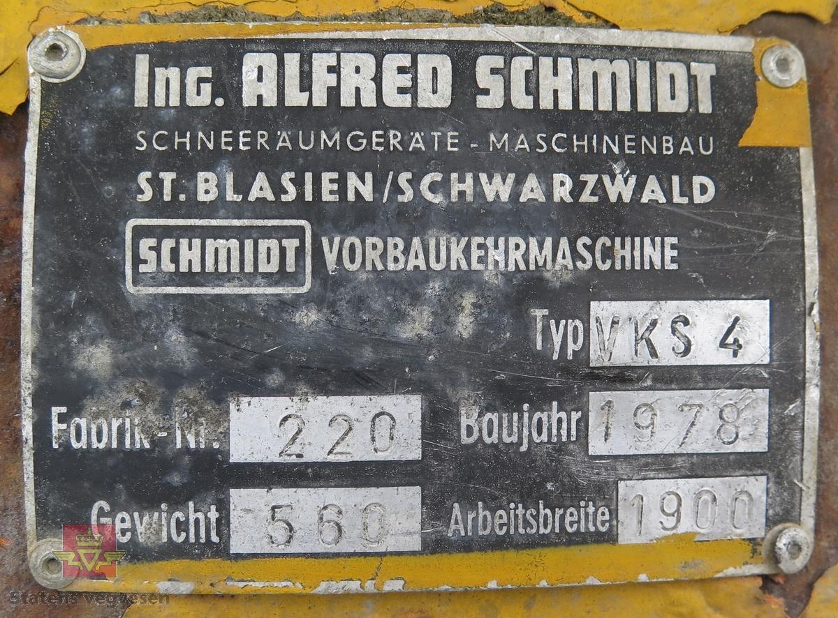 Har fester for å kunne brukes på MB Unimog 406. Gul og svart. Roterende børste. Hydraulisk drevet. Arbeidsbredde er 190 cm.